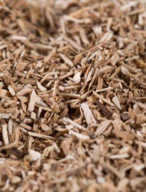 pedazos-elemento-ahumado-astillas-madera-que-dan-sabor-sabor-muchos-elementos-patron-beige-natural_109285-7230